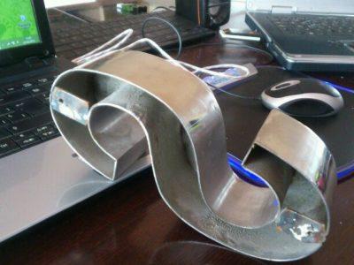 fabricacion de letra corporea en acero hueca para retro iluminare