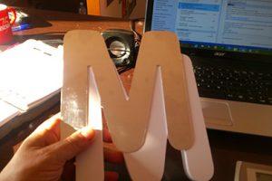 letras corporeas de pvc fresado con lamina acero